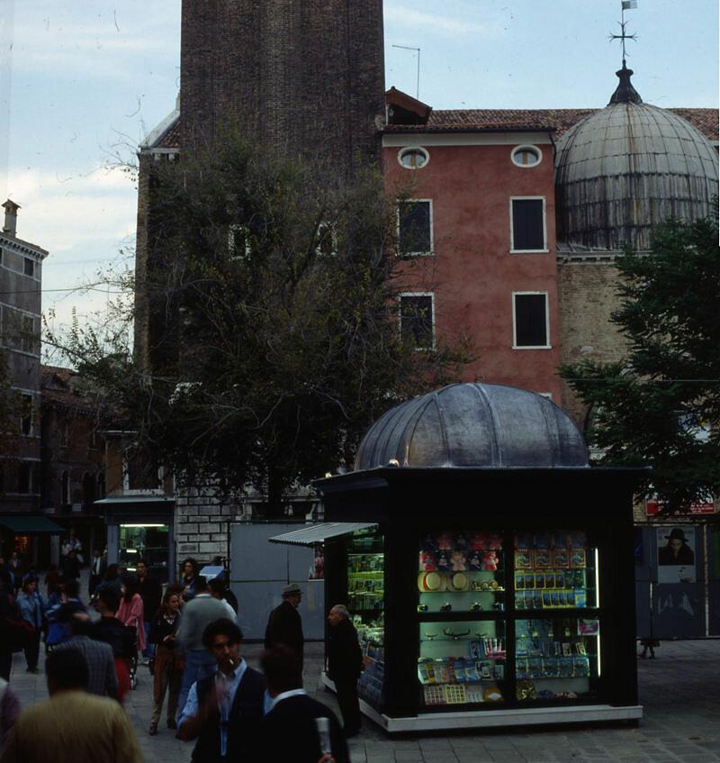 Nuova edicola in campo Santi Apostoli - Venezia